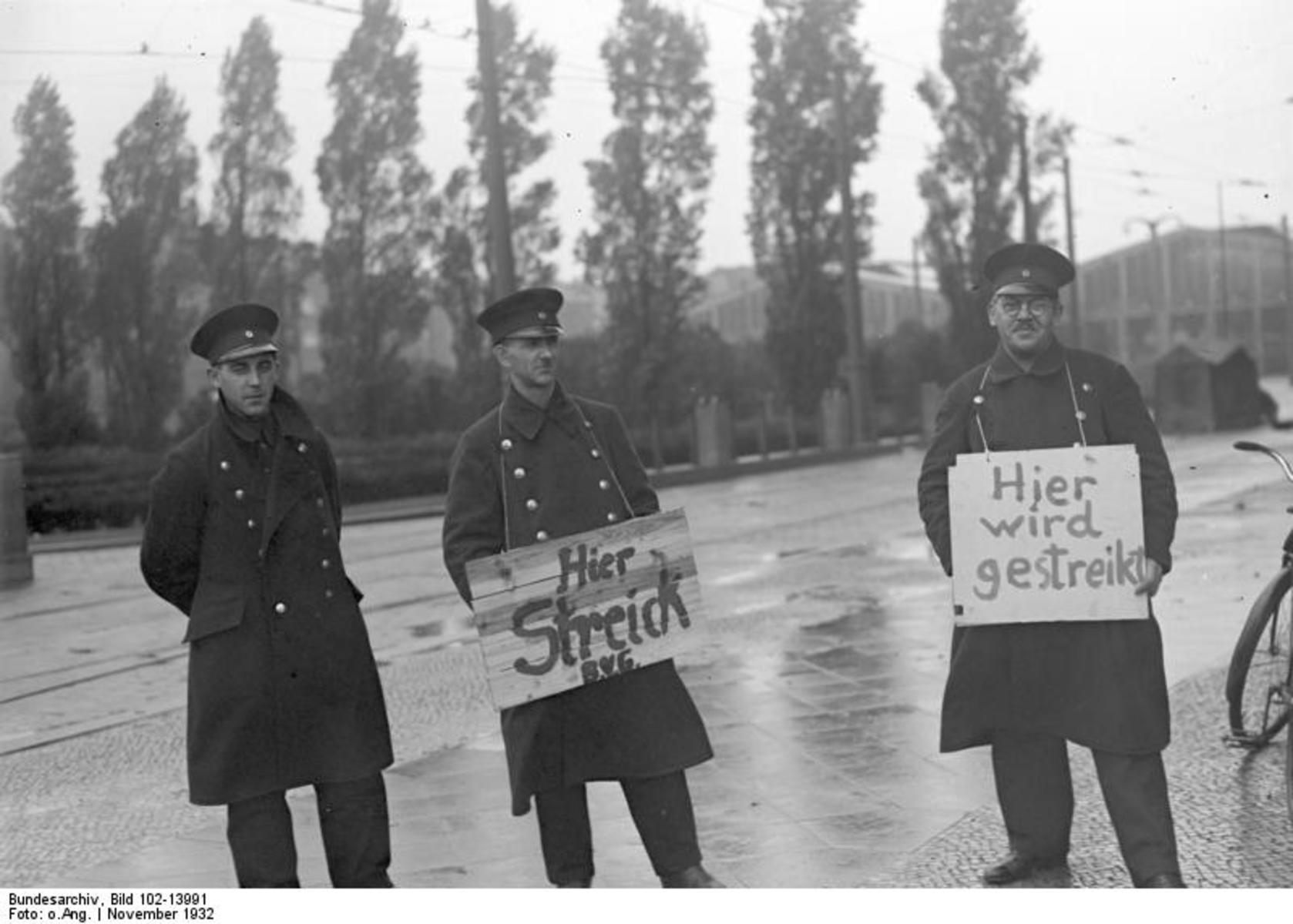 Bundesarchiv_Bild_102-13991,_Berlin,_BVG-Streik,_Streikposten.jpg