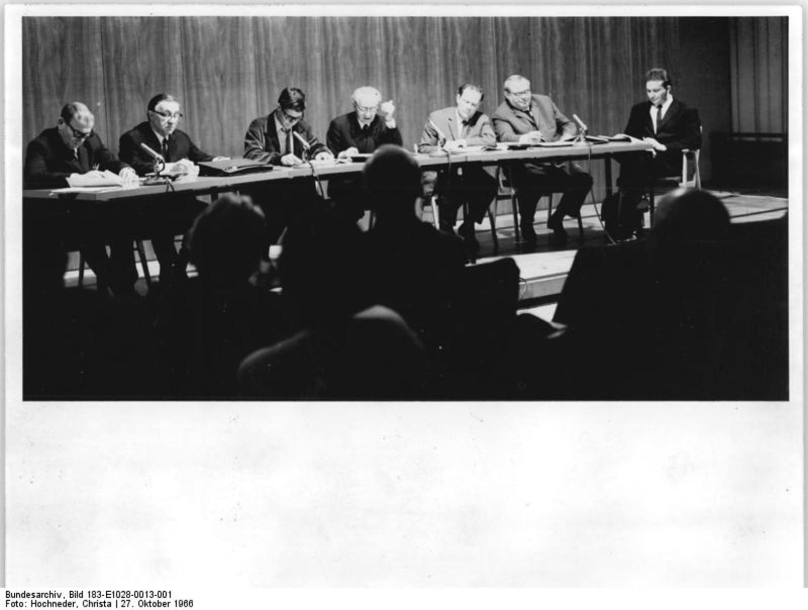 Bundesarchiv_Bild_183-E1028-0013-001,_Berlin,_Lesetheater_in_der_Stadtbibliothek.jpg