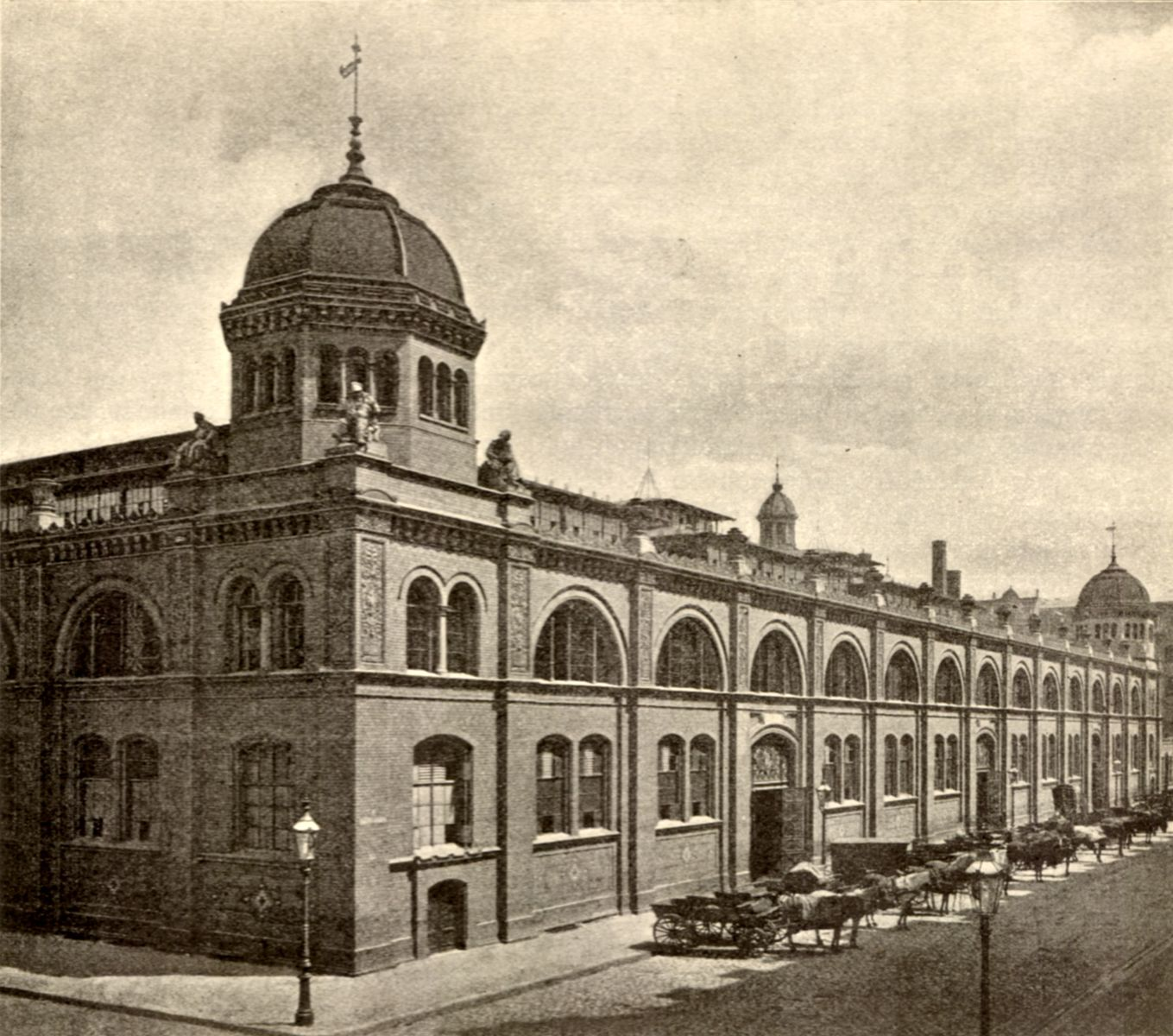 Berlin_Zentralmarkthalle_1896.jpg