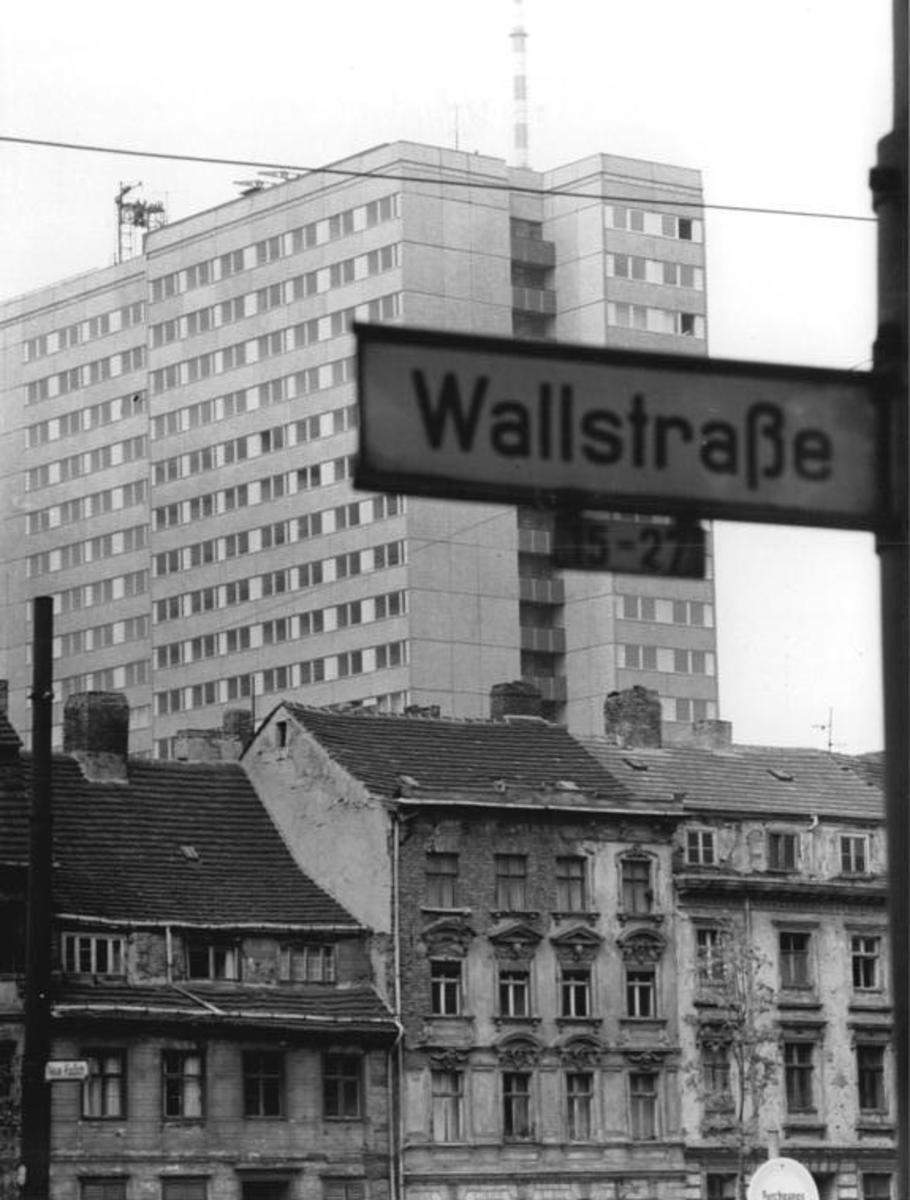 Bundesarchiv_Bild_183-H0514-0010-001,_Berlin,_Fischerkiez.jpg