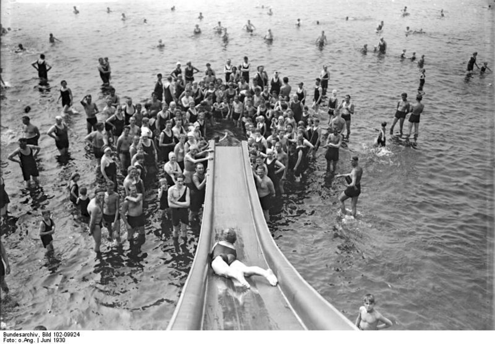 Bundesarchiv_Bild_102-09924,_Berlin,_Strandbad_Wannsee.jpg