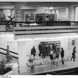 """""""Neue Bibliothek"""" Berlin"""