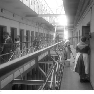 Zelleneingänge des Frauengefängnisses
