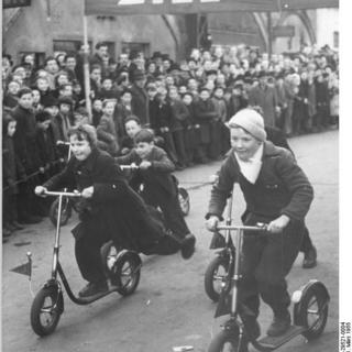 Berlin, Alexanderplatz, Rollerrennen