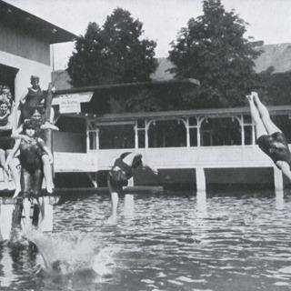 Berlinerinnen im Seebad Mariendorf