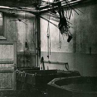 Wässungsraum in der Fotoabteilung im 1943 zerstörten Spreeflügel, Berliner Stadtbibliothek