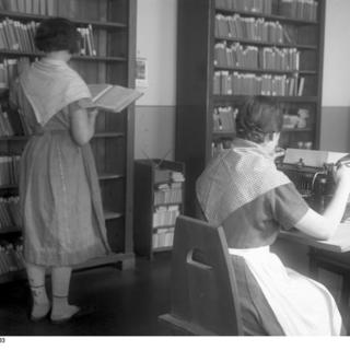 Berlin, Frauengefängnis, Bibliothek