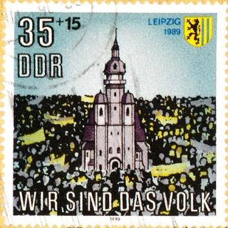 """Briefmarke der Deutschen Post der DDR """"Wir sind das Volk"""""""