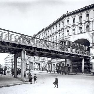 Blick in die Dennewitzstraße an der Einmündung in die Bülowstraße