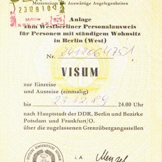 Visum zur einmaligen Ein- und Ausreise. Anlage zum Westberliner Personalausweis für Personen mit ständigem Wohnsitz in Berlin (West)