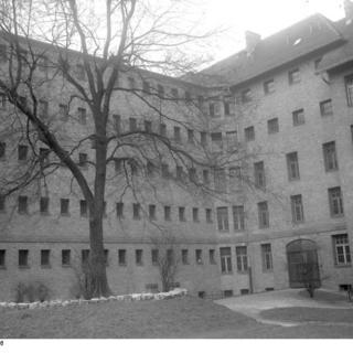 Hof des Frauengefängnisses