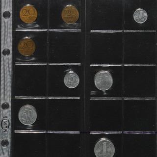 Münzsammlung mit Pfennigen der DDR