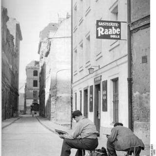"Sperlingsgasse, Gaststätte ""Raabe-Diele"""