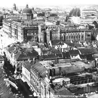 1891: Schloss vom Rathausturm aus gesehen