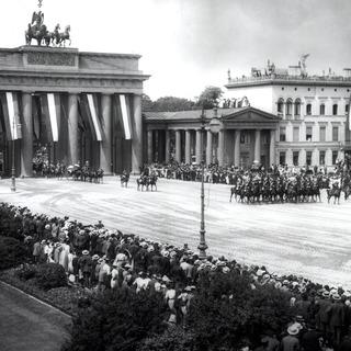 Besuch der Königin Wilhelmine der Niederlande, Einzug durch das Brandenburger Tor