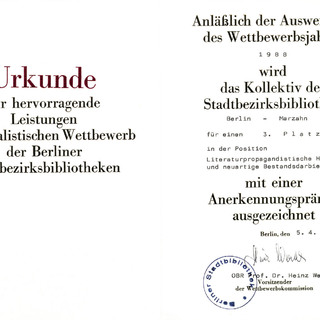 Urkunde für hervorragende Leistungen im sozialitischen Wettbewerb der Berliner Stadtbibliotheken 1988 für einen 3. Platz