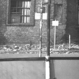 """Am Haus Vaterland: Straßenschild """"Köthener Straße"""""""