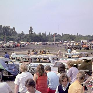 Zuschauer beim Autocrashrennen