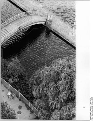 Mühlendammschleuse, Brücke