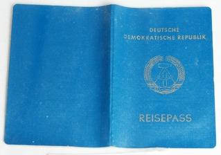 Reisepass der DDR mit Visum