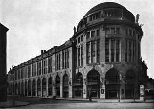 Berlin,_Tiergarten,_Potsdamer_Platz,_Haus_Vaterland,_1913.jpg