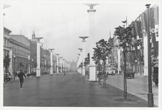 Festschmuck in der Straße unter den Linden anläßlich des Staatsbesuches Mussolinis vom 27.-29.09.1937