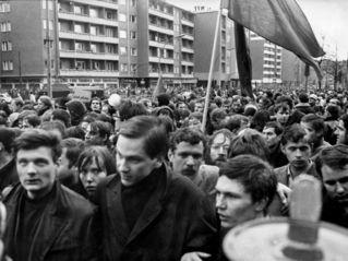 APO-Demonstration vom Alliierten Kontrollratsgebäude zum Rathaus Schöneberg