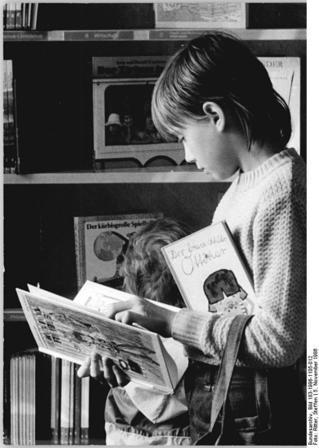 Bundesarchiv_Bild_183-1986-1105-012,_Berlin,_Wörther_Straße,_Kinderbibliothek.jpg