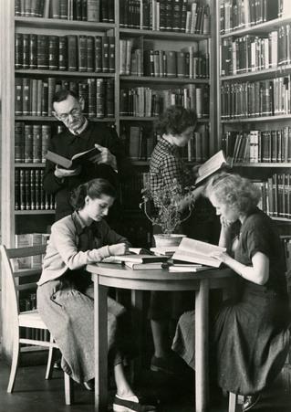 Im Leseraum (Quergebäude, Zwischengeschoß), Berliner Stadtbibliothek