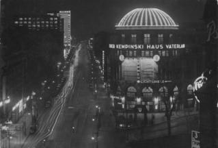 Bundesarchiv_Bild_102-13681,_Berlin,_Stresemannstraße_bei_Nacht.jpg