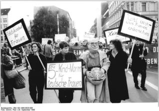 Berlin, Protest gegen § 218, am Checkpoint Charlie