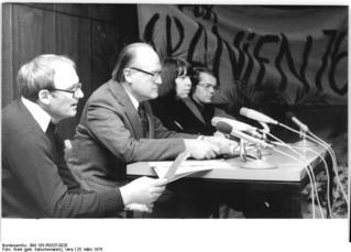 Bundesarchiv_Bild_183-R0325-0028,_Berlin,_Solidaritätsveranstaltung_für_Spanien.jpg
