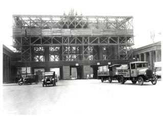 Brandenburger Tor während der Renovierung