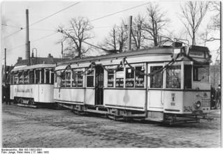 Bundesarchiv_Bild_183-13922-0001,_Berlin,_mobiler_Bibliothekswagen.jpg